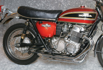 Example of 4-4 Drag Pipes Mounted Early CB750